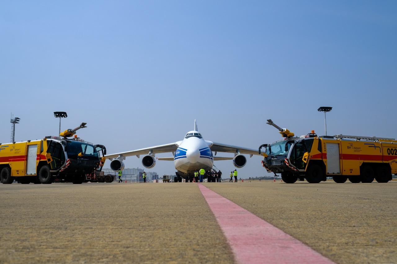 Segundo maior avião cargueiro transporta equipamento da mineradora Anglo American entre dois continentes